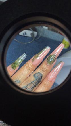 Weed Nails ?