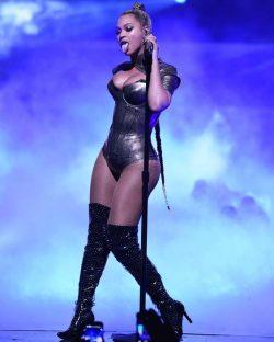 Beyonce @ TIDALX2015 👅