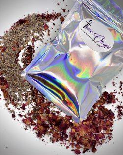Moisture bomb hair tea: Rosehips, Green Tea, Lavender leaves