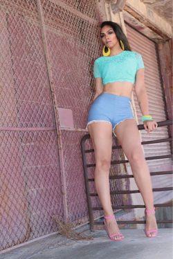 shorts & heels . 🌸