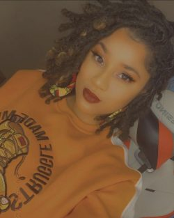 Queens with Locs: @billie_buttercup