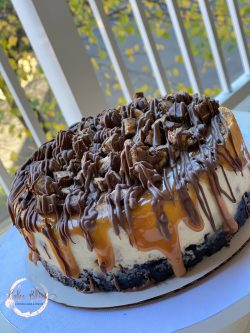 Caramel Chocolate Candy Cheesecake