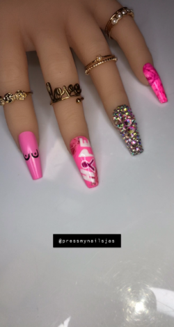 Breast Cancer awareness Nails😍