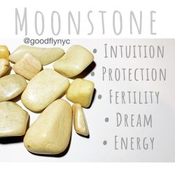Healing Crystal Meaning: Moonstone