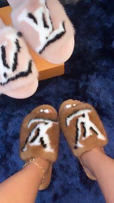 louis vuitton slipper slides