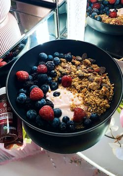 yogurt, granola, almonds, fruit 🍓🫐