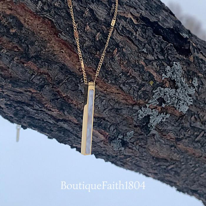 Lys Pendant Necklace