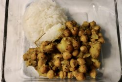 Curry chickpea and potato mealprep