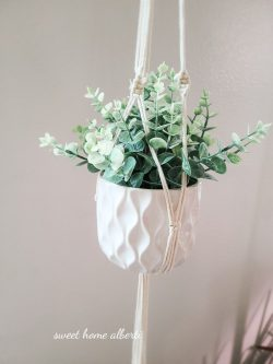 Macrame plant hangers by Sweet Home Alberti