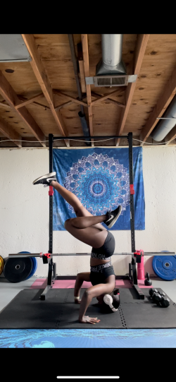 Getting better with my inversions🧘🏾♀️✨
