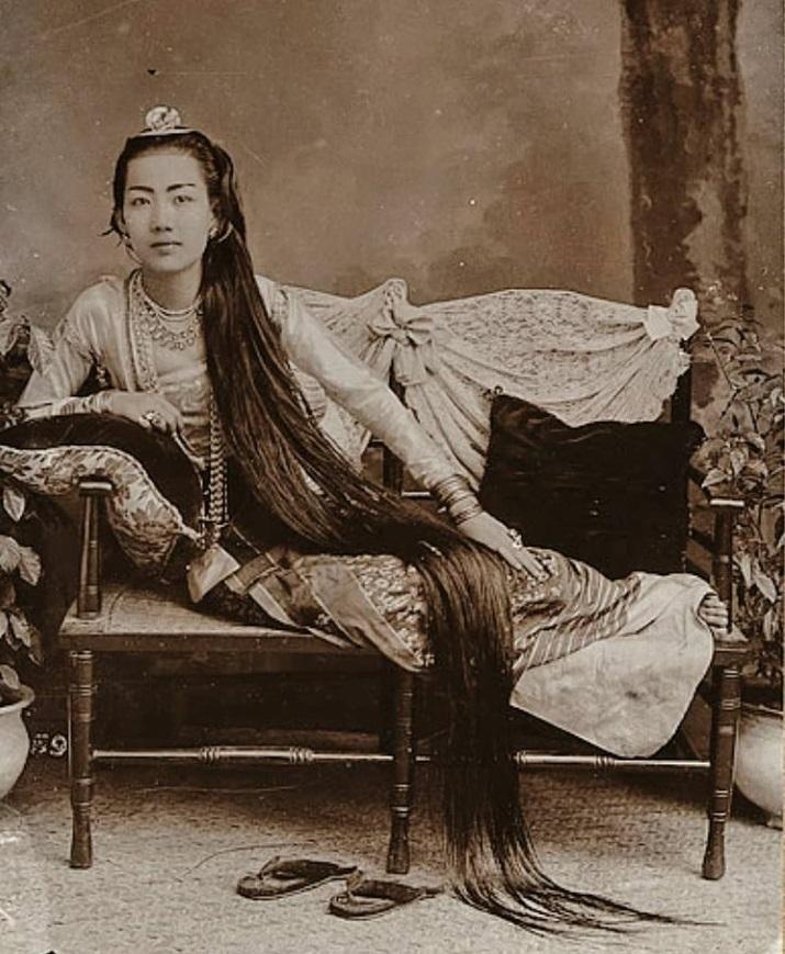 Portrait of the Thu Thiri Sanda Wadi, Princess of Taingda (1865-1952). She was the daughter of K ...