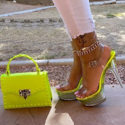 These green shoes are to die for, and the anklets…omg!