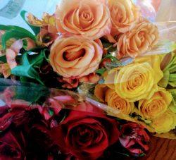 I Love doing Floral Arrangements. 🥰💐🌹#FeminineHobby #Femininity #Roses #Luxury 💫✨